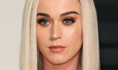 sketchy-things-about-katy-perry-that-everyone-just-ignores