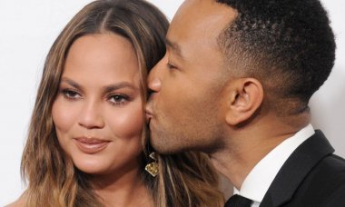 weird-things-we-all-ignore-about-chrissy-teigen_s-relationship