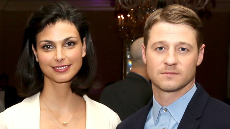 Gotham co-stars benjamin mckenzie and morena baccarin are dating