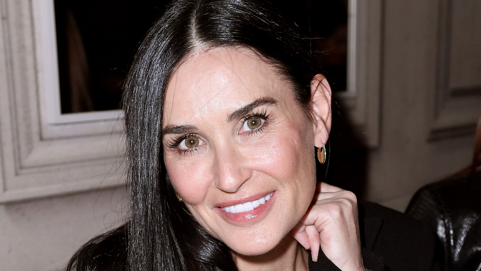 Demi Moore Shows Off Her Completely Wrinkle Free Look.jpg