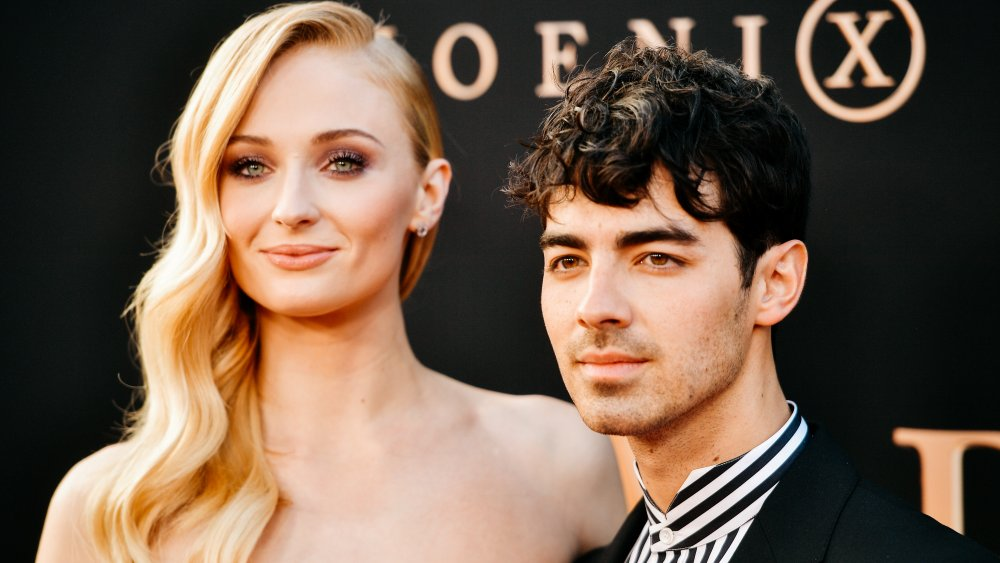 Fans think Joe Jonas' new neck tattoo is Sophie Turner's face. Here's what an expert reveals