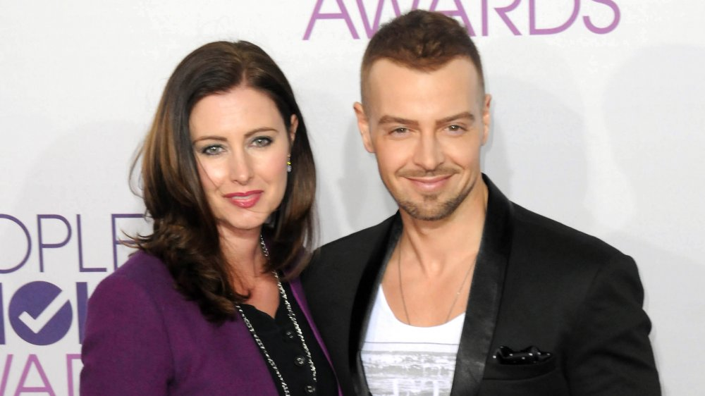 Joey Lawrence is getting divorced and we think we know why