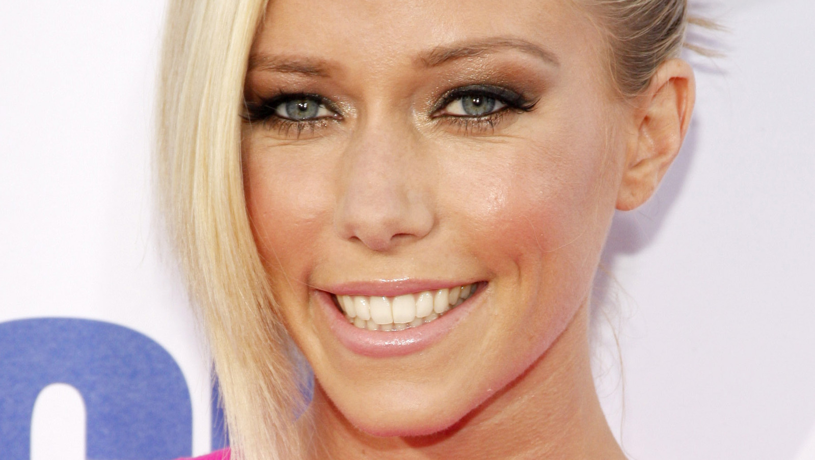 Kendra Wilkinson Strikes Back At Holly Madison.jpg