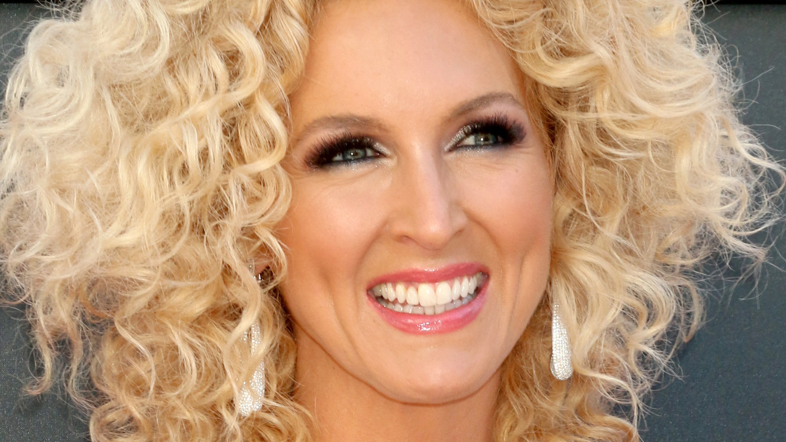 Kimberly Schlapman's Net Worth: How Much Is The Country Superstar Worth?.jpg