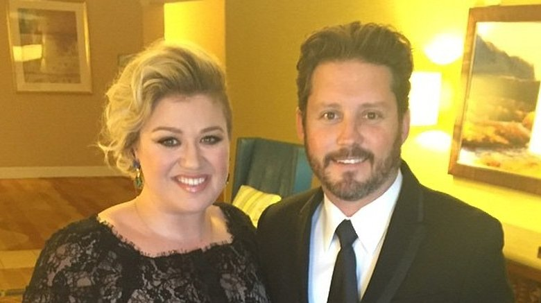 Strange facts about Kelly Clarkson's marriage