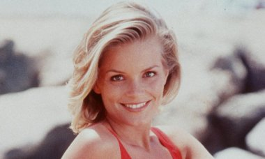 Kelly Packard Stars As Lifeguard April Giminski On The Hit Television Series Baywatch 1998 1999 S